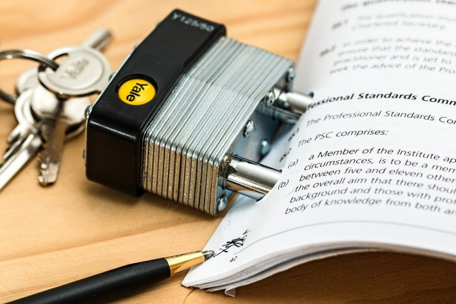 Photo Credit: Steve Buissinne, Pixabay: Binding Contract, CC0 License