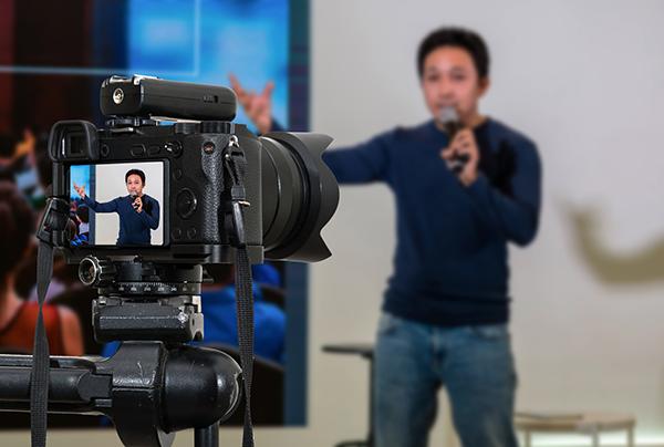 filming a speaker